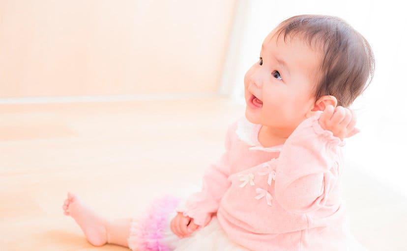 赤ちゃん(フリー写真)
