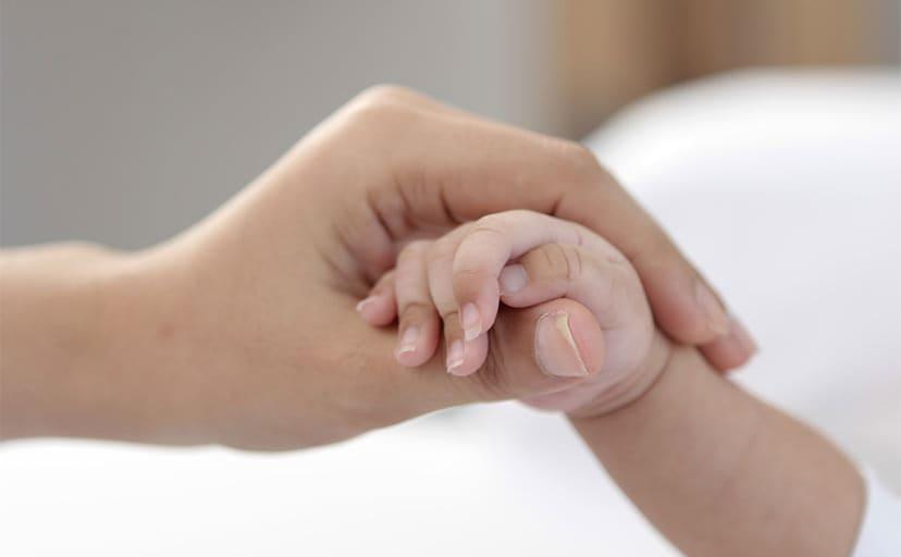 赤ちゃんの手(フリー写真)