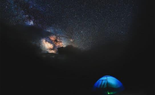 青いテント(フリー写真)