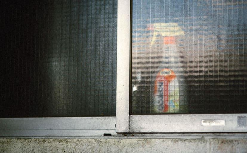 アパートの磨りガラス(フリー写真)