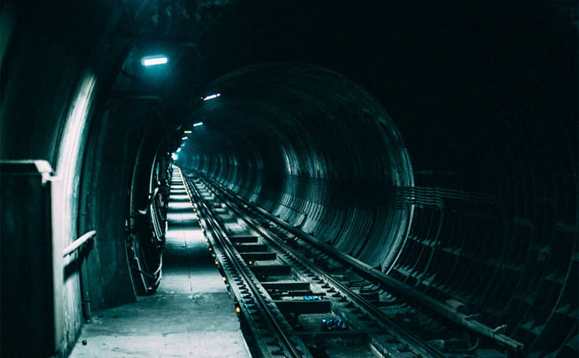 地下鉄(フリー写真)