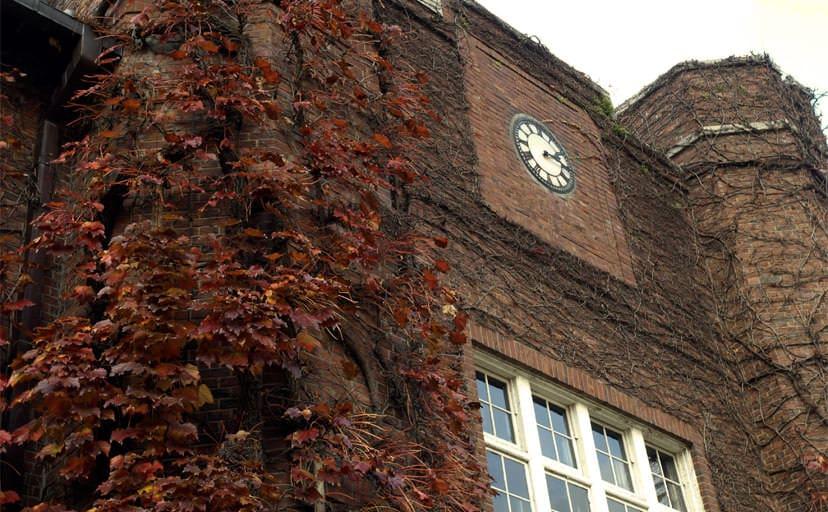 大学校舎(フリー写真)