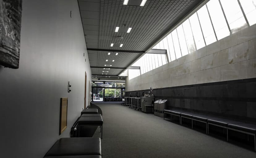 大学の廊下(フリー写真)