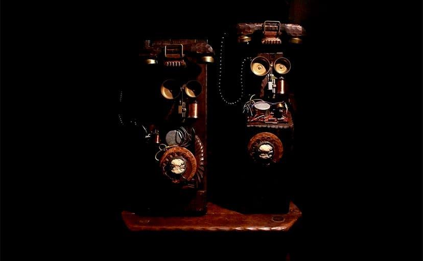 昔の電話機(フリー画像)