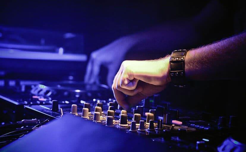 DJ(フリー写真)
