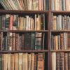 古書店の本棚(フリー写真)