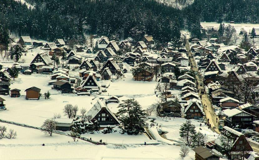 冬の村(フリー素材)