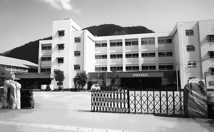 学校(フリー背景素材)