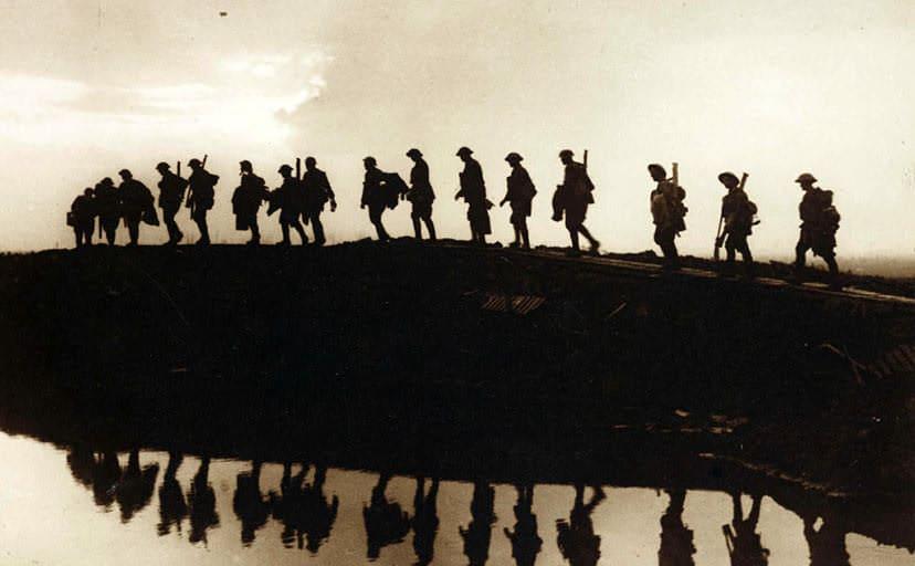戦時中の軍隊(フリー写真)