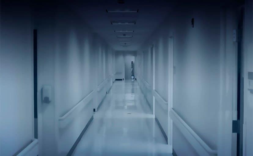 夜の病院(フリー素材)