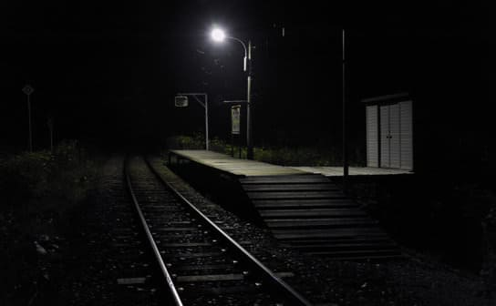 駅のホーム(フリー写真)