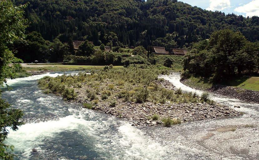 田舎の川(フリー写真)