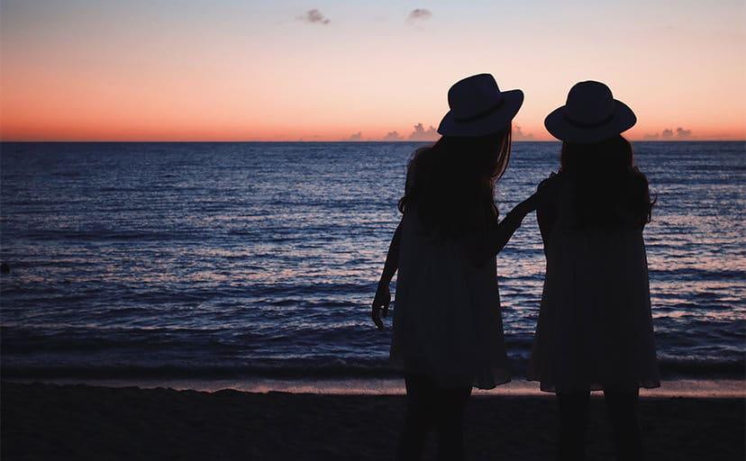 女性の友情(フリー写真)