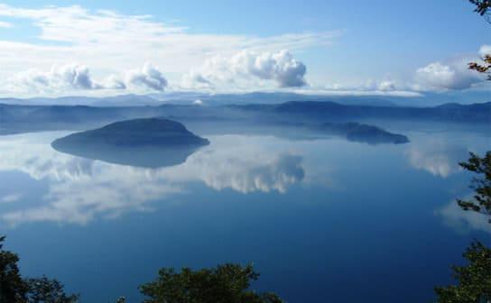 十和田湖(フリー写真)