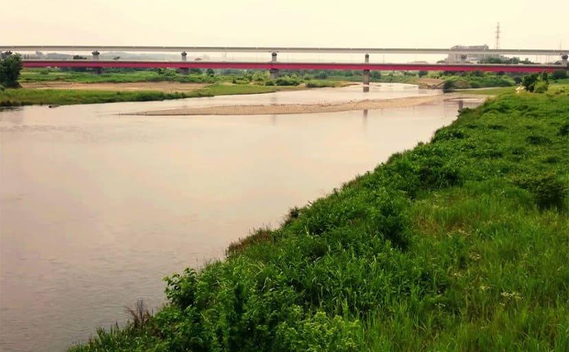 河原の風景(フリー写真)