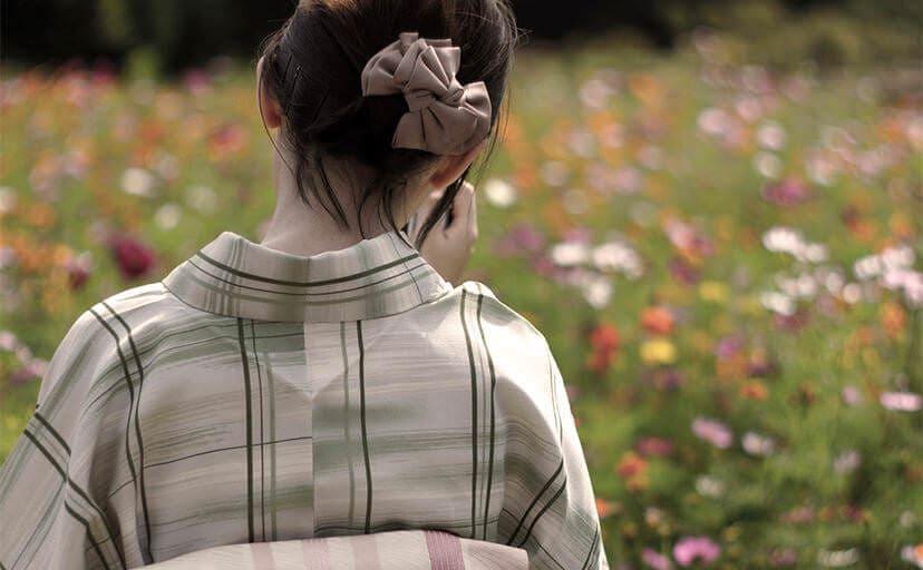 着物を着た女性(フリー写真)
