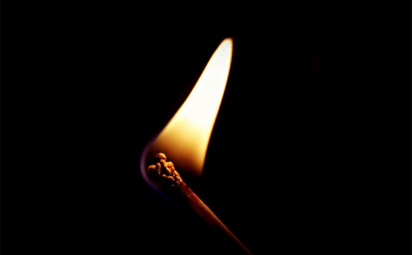 マッチの灯り(フリー写真)