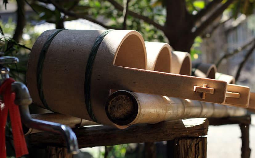 お墓参りで使用する水桶(フリー写真)