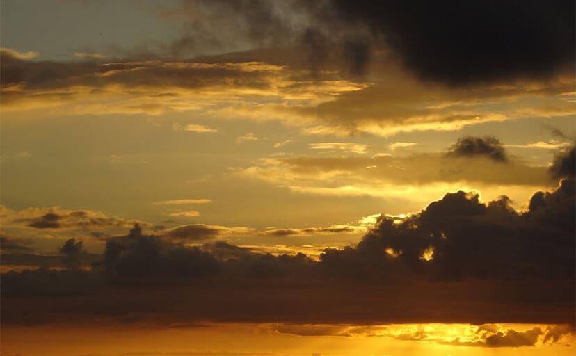 沖縄の夕日(フリー写真)
