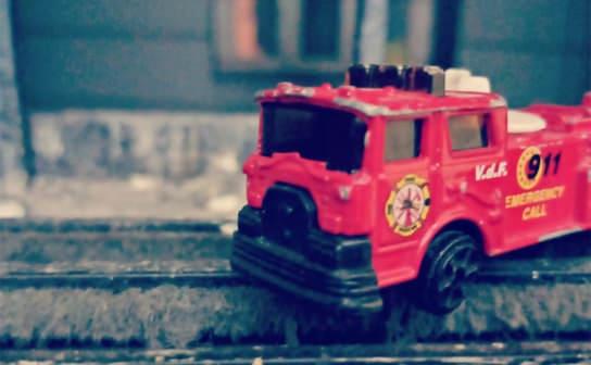 消防車の玩具(フリー写真)
