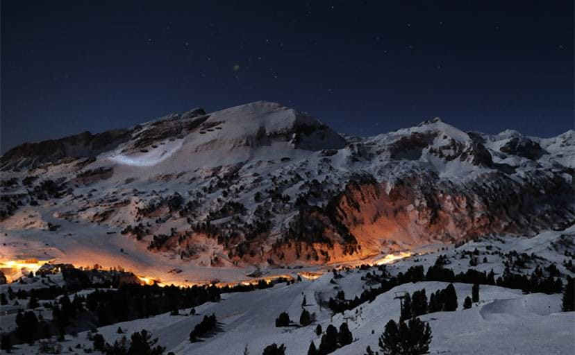 red-lights-at-night-in-snowy-mountain-valley