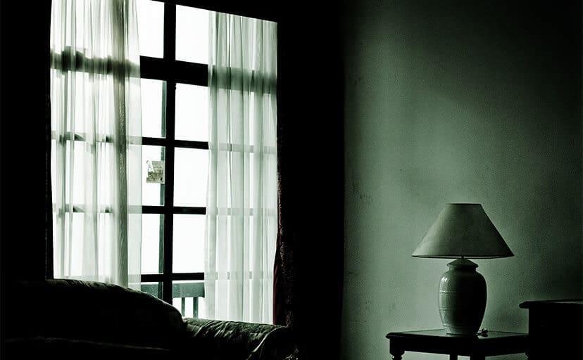 暗い部屋(フリー写真)