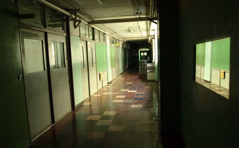 小学校の廊下(フリー写真)