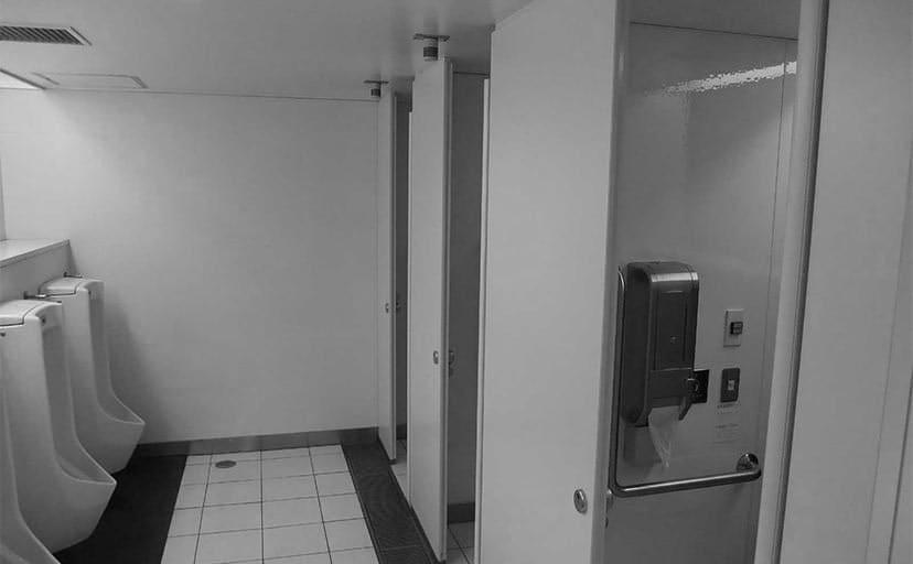 公衆トイレ(フリー写真)