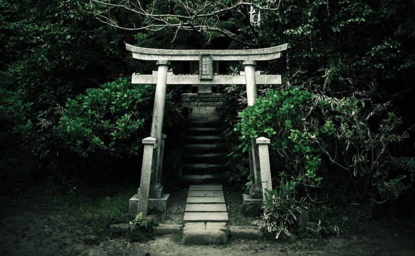 神社の鳥居(フリー写真)