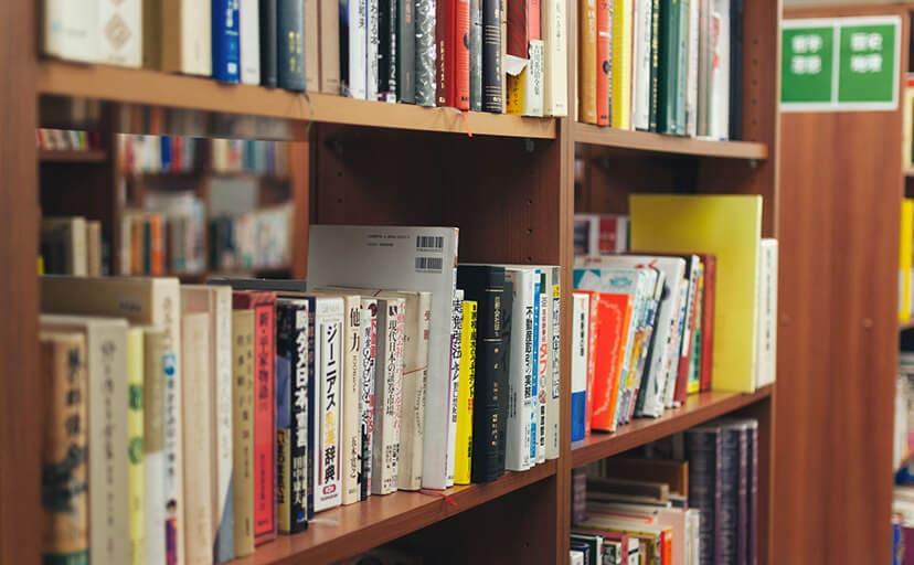 図書室(フリー写真)