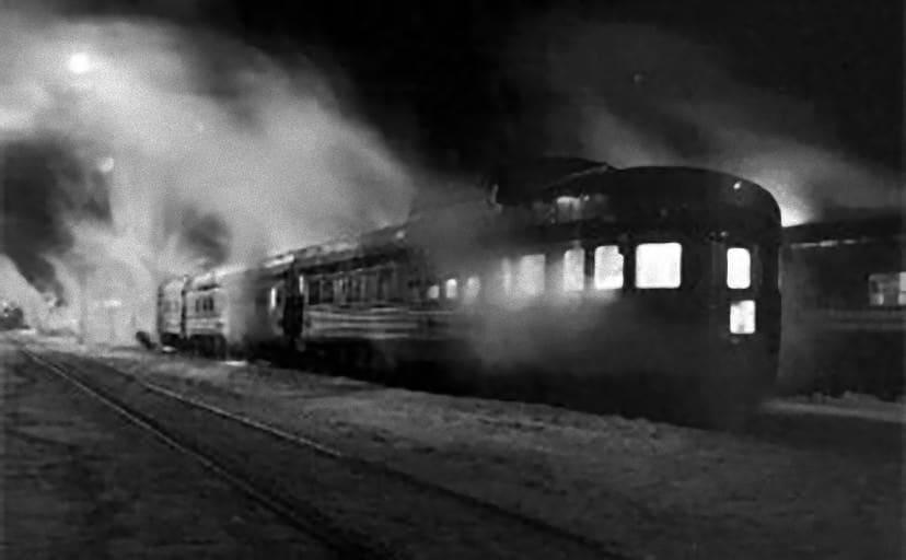 train-at-night608x446
