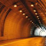 トンネルの少女