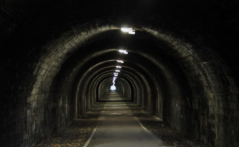 トンネル(フリー写真)