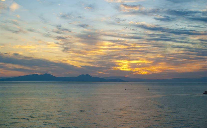 朝の海(フリー写真)