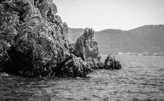 海沿いの崖(フリー写真)