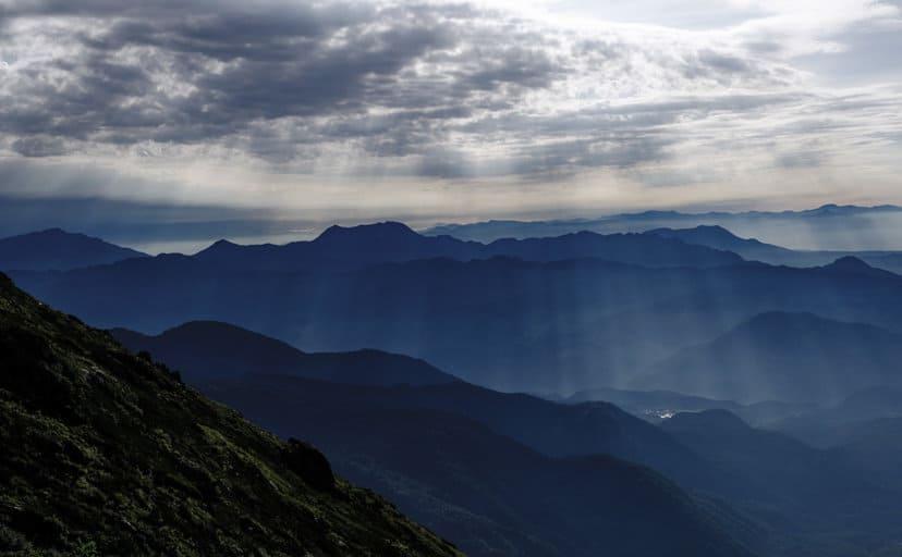 神秘的な山(フリー写真)