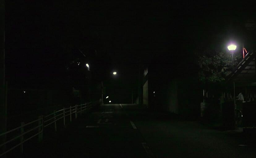 暗い夜道(フリー写真)