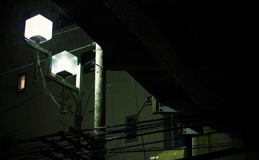 夜の街灯(フリー写真)